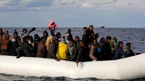 MIDDELHAVET: Færre flyktninger og migranter brukte Middelhavet for å komme seg til Europa i 2016 sammenlignet med året før.