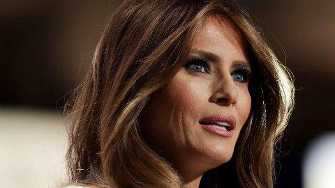 «Jeg applauderer alle kvinner rundt om i verden som støtter andre kvinner», skrev Melania Trump på Twitter.