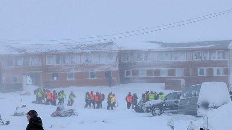 SKRED: To blokker med seks leiligheter ble truffet av skredet i Longyearbyen tirsdag.