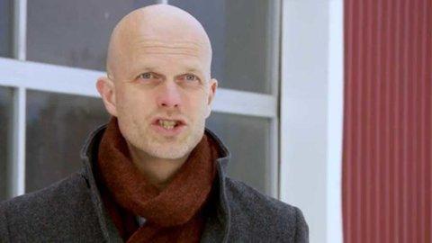 Økonom Hallgeir Kvadsheim er lettere oppgitt over noen av vanene til ukas Luksusfellen-deltaker.