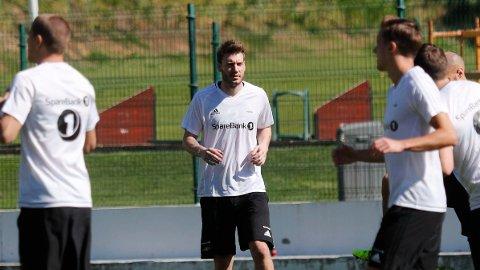 BLE BYTTET INN: Danske Nicklas Bendtner (midten) fikk sin debut for Rosenborg søndag. Her fra onsdagens trening i Marbella i Spania.