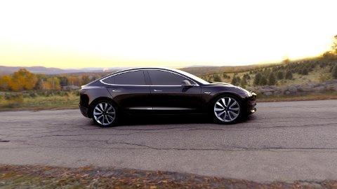TESLA MODEL 3: Dette er modellen av Model 3 Tesla viste fram i mars 2016. Publikumsbilder av en hvit Model 3 på test i USA viser mer tydelig hvordan bilen kan se ut.