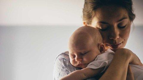 Den første tiden med nyfødt baby kan være intens. Ta med kaffe og mat dersom du kommer på besøk!