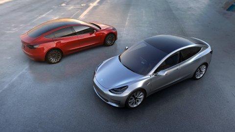 FOLKETESLA: De første Tesla Model 3 kommer på veien i løpet av sommeren, dette kan bli den virkelige folke-Teslaen.