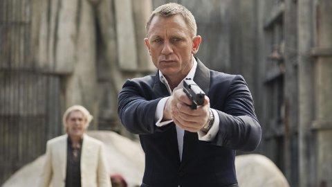 007: Daniel Craig skal spille i rollen som James Bond i en femte (og kanskje sjette) film. Ifølge den britiske avisen The Guardian skal skuespilleren ha blitt tilbudt en svimlende sum for å fortsette som agent 007.