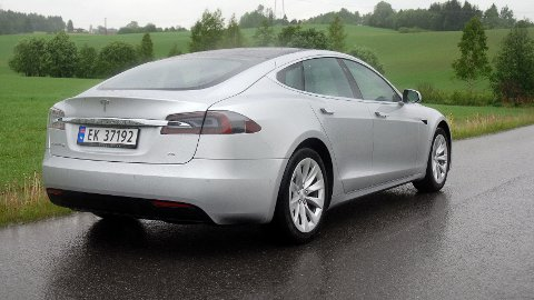 TESLA MODEL S 75 er i dag den rimeligste modellen av Model S det er mulig å kjøpe ny. Bilen har kun bakhjulstrekk. Nå avvikler Tesla modellen.