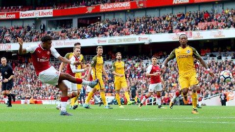 PÅ FEIL STED: Ansiktsuttrykket til Dale Stephens og Brighton-spillerne sier det meste. Før Arsenals 2-0-scoring ble de fullstendig rundlurt. Alex Iwobi (til venstre) scoret, mens arkitekten bak angrepet, Alexis Sánchez, ses lengre bak.