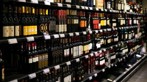 ÅPENT TIL OG MED LILLE JULAFTEN: Vinmonopolet stenger klokken 15.00 på lørdag 23.desember.