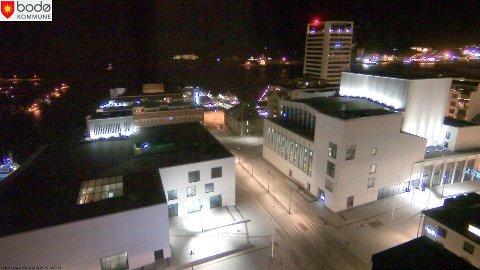 Illustrasjonsfoto Bodø sentrum: Utsikten fra Top 13, på Radisson BLU. Bygget til venstre, er bibliotek- og litteraturhus, mens bygget til høyre, er teater- og konserthuset. I bakgrunnen ser vi innseilingen for hurtigruta og annen skipstrafikk til og fra Bodø.