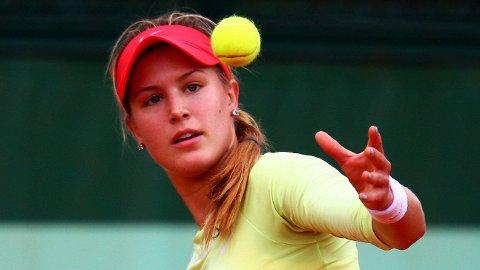 BEST PÅ SAND: Den canadiske tennisstjernen Eugiene «Genie» Bouchard dukker opp i årets bikininummer av Sports Illustrated. Dette er andre gang og andre året på rad hun er med. Her et bilde fra French Open i 2012.