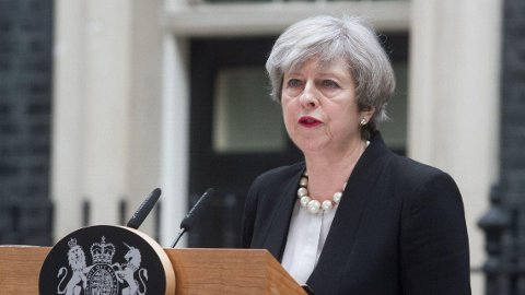 Statsminister Theresa May vil innføre makspriser på strøm og gass i Storbritannia.