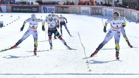 SVENSK FORAN: Marit Bjørgen (startnummer 5) fikk ikke finaleløpet hun håpet på i Falun, men imponerte likevel. Hanna Falk (til høyre) vant foran Jonna Sundling (til venstre).