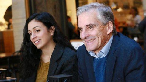 KAN SMILE OVER MÅLING: Endelig en måling med gode tall: Aps nestleder Hadia Tajik og partileder Jonas Gahr Støre kan koste på seg et smil. Illustrasjosnfoto.