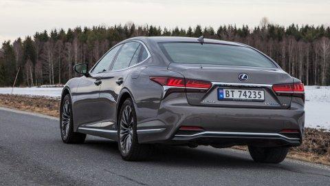 VOKSEN: Lexus LS har endelig blitt den bilen som Lexus ønsket at den skulle bli. Nå er den en reell konkurrent til de tyske flaggskipene.