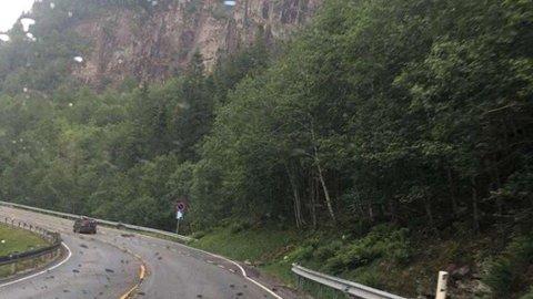 En bilist møtte på en lokal regnbyge på E16 på vei mot Voss.