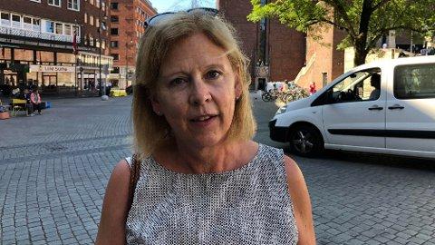 ADVARER: Bystyrepolitiker Camilla Wilhelmsen (Frp) mener byrådet må bedre sikkerheten utenfor rådhuset etter at det ble forbudt å kjøre der.
