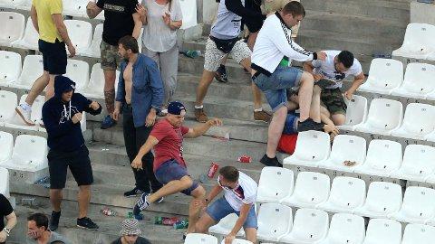 VOLDSOMT: Russiske fotballbråkmakere gikk til angrep på engelskmenn på tribunen i Marseille i 2016.