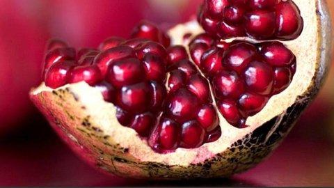 En kvinne i Australia døde etter å ha spist hepatittsmittet frukt.