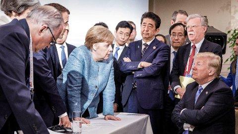 Bildet ser ut som en episode av Celebrity Apprentice, mener komiker.