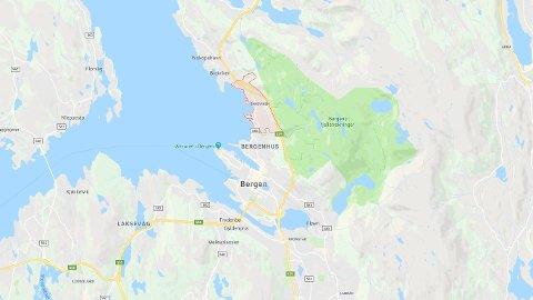 En 24-åring er kritisk skadet etter en fallulykke i Sandviken utenfor Bergen.