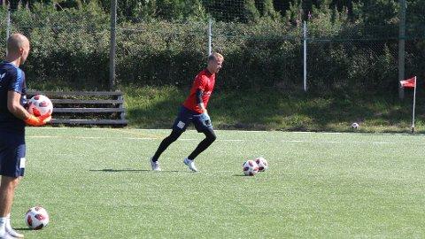 GOD MED BEINA: Emil Ødegaard får mye skryt for måten han kan sette i gang spillet på. X-faktoren er imidlertid ikke kommet gratis.