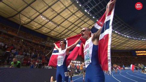 MESTERE: Jakob og Henrik Ingebrigtsen feirer medaljene.