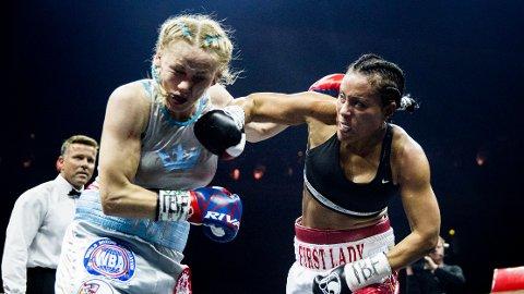 AVLYSER KAMP: Cecilia Brækhus avlyser kamp i Las Vegas.