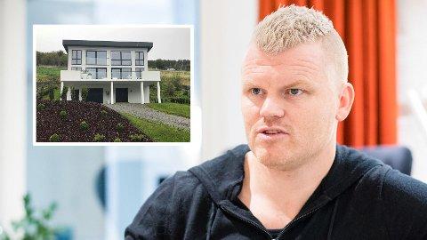 John Arne Riise kjøpte et hus til rundt åtte millioner kroner i Ålesund i 2016. Nå har Nav tatt pant på 580.000 kroner i boligen.