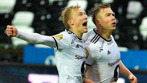 VANT: Alexander Søderlund blir gratulert etter 2-1 målet i eliteseriekampen i fotball mellom Rosenborg og Sarpsborg 08 på Lerkendal Stadion.