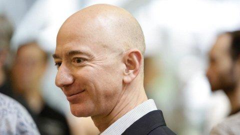 Amazon-grunnlegger Jeff Bezos øker minimumslønna for 250.000
