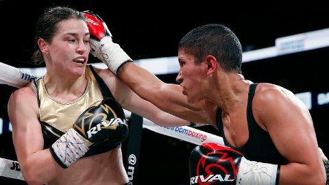 BELTEHOLDER: Katie Taylor (til venstre) forsvarte sine to tittelbelter mot Cindy Serrano lørdag. Nå vil hun møte Cecilia Brækhus.