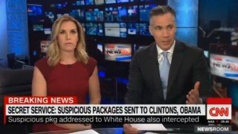 ALARM: CNNs nyhetsankre, Poppy Harlow og Jim Sciutto, måtte evakuere Time Warner-bygningen i New York, etter at alarmen gikk av i bygget under en live-sending.