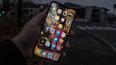 MAX: Den nye iPhone Xs Max er helt uten forbehold den beste mobiltelefonen Apple har laget. Men feilfri er den ikke.