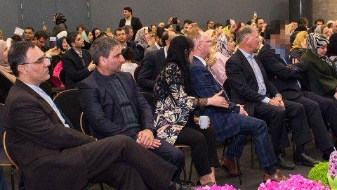 Den attentatsiktede norskiraneren (sladdet til høyre i bildet) feiret i mars persisk nyttår ved iranske ambassaden i Oslo. Per Sandberg og Bahareh Letnes var på den samme markeringen.