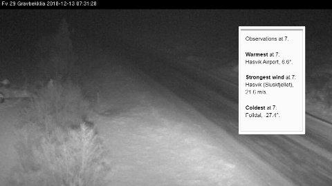 MINUSGRADER: Tidlig torsdag morgen på fylkesvei 29 ved Gravbekklia i Folldal. Værvarselet for Folldal torsdag forteller om pent vær, flau vind og temperaturer mellom 23 og 26 minus.