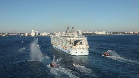 Til sammen 277 passasjerer og ansatte på et av verdens største cruiseskip, Oasis of the Seas, har blitt smittet av norovirus. Samtlige gjester får pengene tilbake etter turen. Arkivfoto:Oasis of the Seas, RCCL, ankomst Port Everglades i Fort Lauderdale