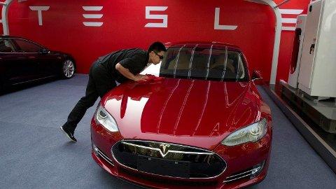 MÅ KUTTE: Flere må gå i Tesla.