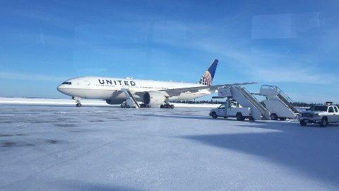 STO STILLE: Dette United Airlines-flyet fikk ikke lettet fra flyplassen Goose Bay i Canada.