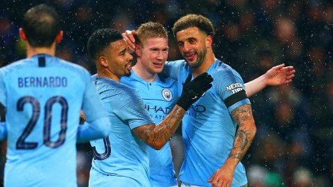 BANENS BESTE: Manchester City-stjernen Kevin De Bruyne (nummer to fra høyre) har spilt seg tilbake i godt gammelt slag etter et langvarig skadeavbrekk. I FA-cupen mot Burnley ble det både mål og to assist.