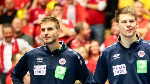 DEPPER: Bjarte Myrhol og Torbjørn Bergerud etter finalen i håndball-VM mellom Danmark og Norge.