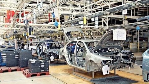 FALLER: Tysk bilproduksjon er en viktig motor i europeisk økonomi. Den faller dramatisk som følge av de nye miljøkravene.
