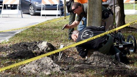 FANT TUNNEL: En 45 meter lang tunnel ble funnet ved en bank i Florida.
