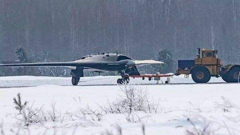 KAMPDRONE: Bildene av denne kampdronen på størrelse med et kampfly, har lekket ut på nett. Eksperter Nettavisen har snakket med, tror neppe det er tilfeldig.