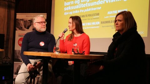 INFO TIL UNGDOM: Mandag var det paneldebatt om behovet for og viktigheten av helhetlig seksualitetsundervisning i skolen, under Sex og Politikk sitt frokostseminar på Kulturhuset i Oslo. De som deltok var assisterende daglig leder ved Sex og samfunn, Tore Holte Follestad, rådgiver ved Sex og samfunn, Marianne Støle-Nilsen (i midten) og seksjonssjef ved spesialpedagogiske tjenester, Ragnhild Inderhaug.