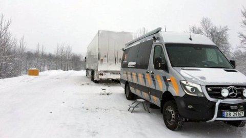 BRUKSFORBUD: Denne lastebilen var en av mange som fikk bruksforbud søndag. Det er ikke det aktuelle kjøretøyet med syv sommerdekk.