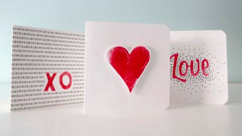 VALENTINES: Bakgrunnen for tradisjonen med å sende kort på Valentinsdagen er antagelig noe helt annet enn du tror. Det samme med selve feiringen - som verken har utspring i USA eller handelsstanden.