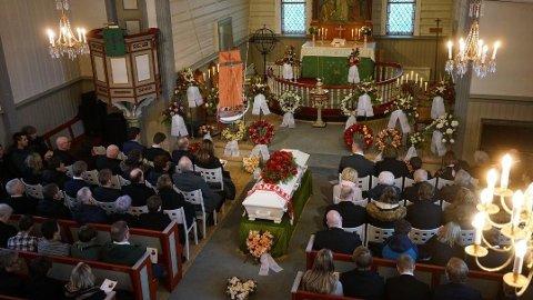 FULLT: Det var en mer enn fullsatt Fauske kirke som tok farvel med Alexander Olav Sollihaug fredag formiddag.
