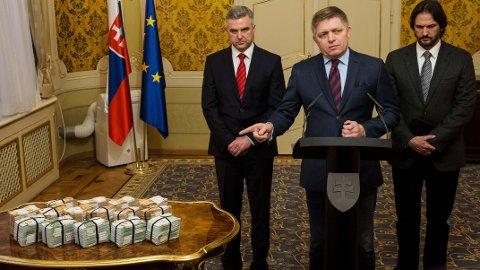 Daværende statsminister Robert Fico holdt en pressekonferanse daget etter likene ble oppdaget, hvor han utlovte en dusør på én million euro for informasjon om dobbeltdrapet. Pengene lå i stabler på et bord foran statsministeren.