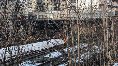 OMKOM: En tenåring er død, mens to andre tenåringer er kritisk skadd etter at de gikk inn i en togtunnel i Oslo og kom i kontakt med strømførende materiell.
