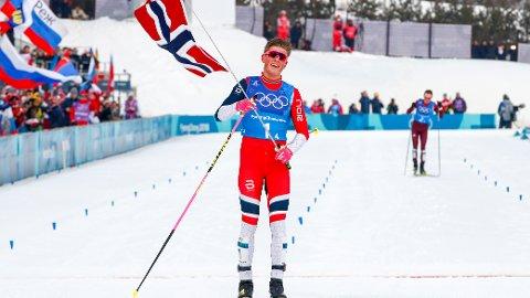 Johannes Høsflot Klæbo tok Norge inn til gull på herrestafetten i vinter-OL i Pyeongchang i fjor. Alt tyder på at Klæbo går først over mål også på fredagens herrestafett. Foto: Terje Pedersen / NTB scanpix